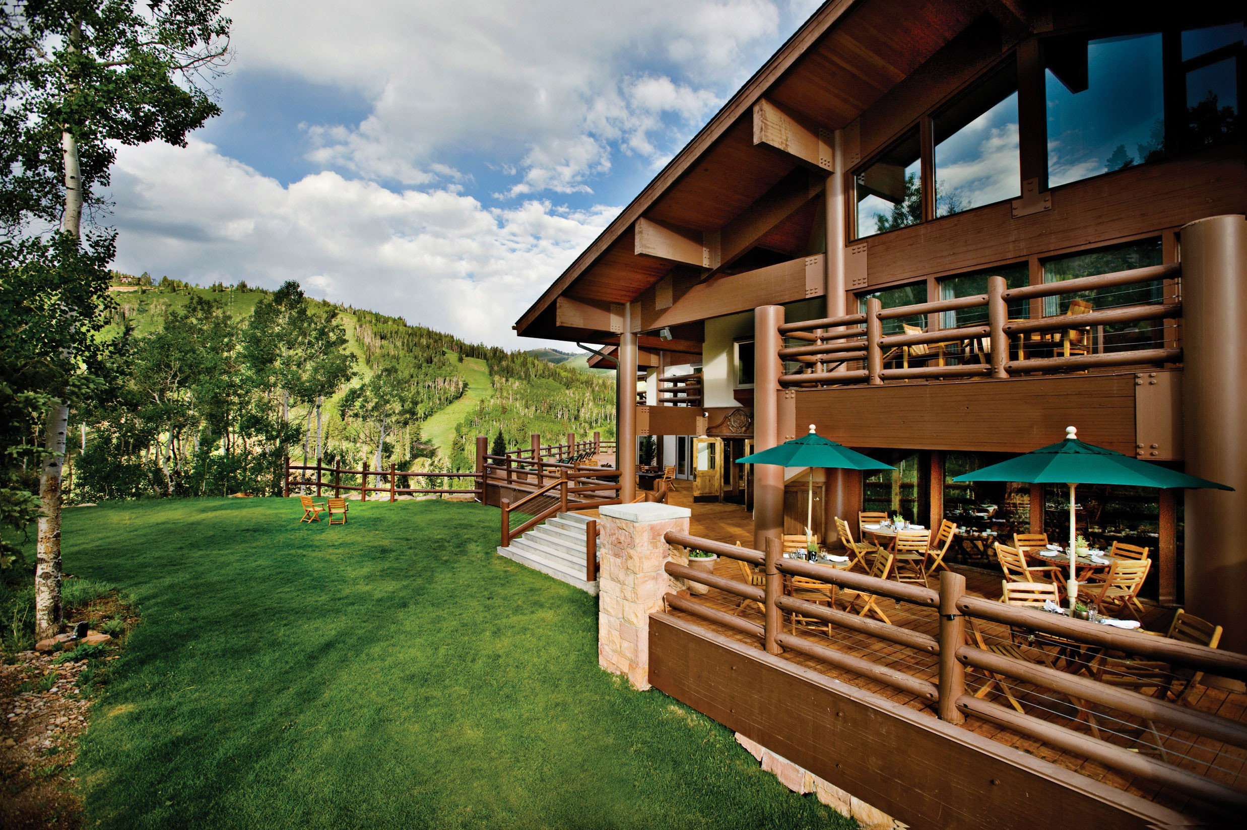 Dining Eat Exterior Grounds Lodge Patio Rustic Scenic views grass building house home Resort log cabin