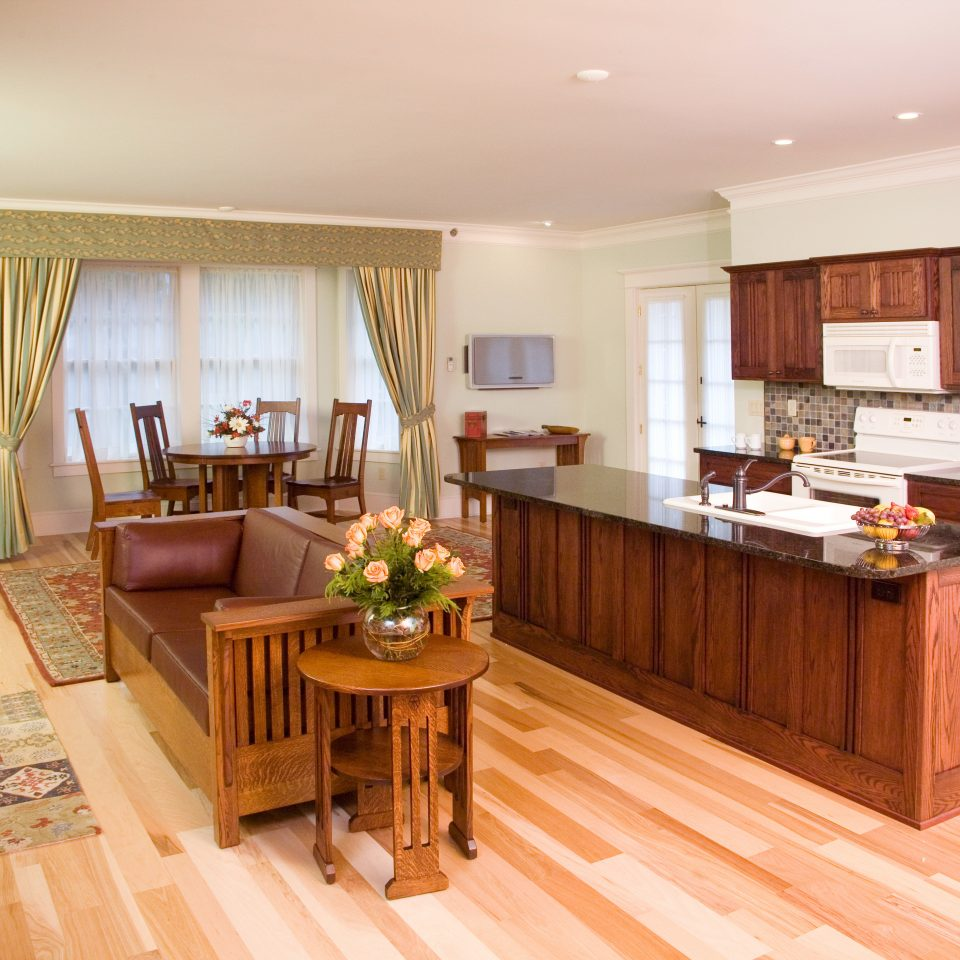Dining Eat Family Kitchen property hard hardwood home cottage wood flooring Suite living room rug