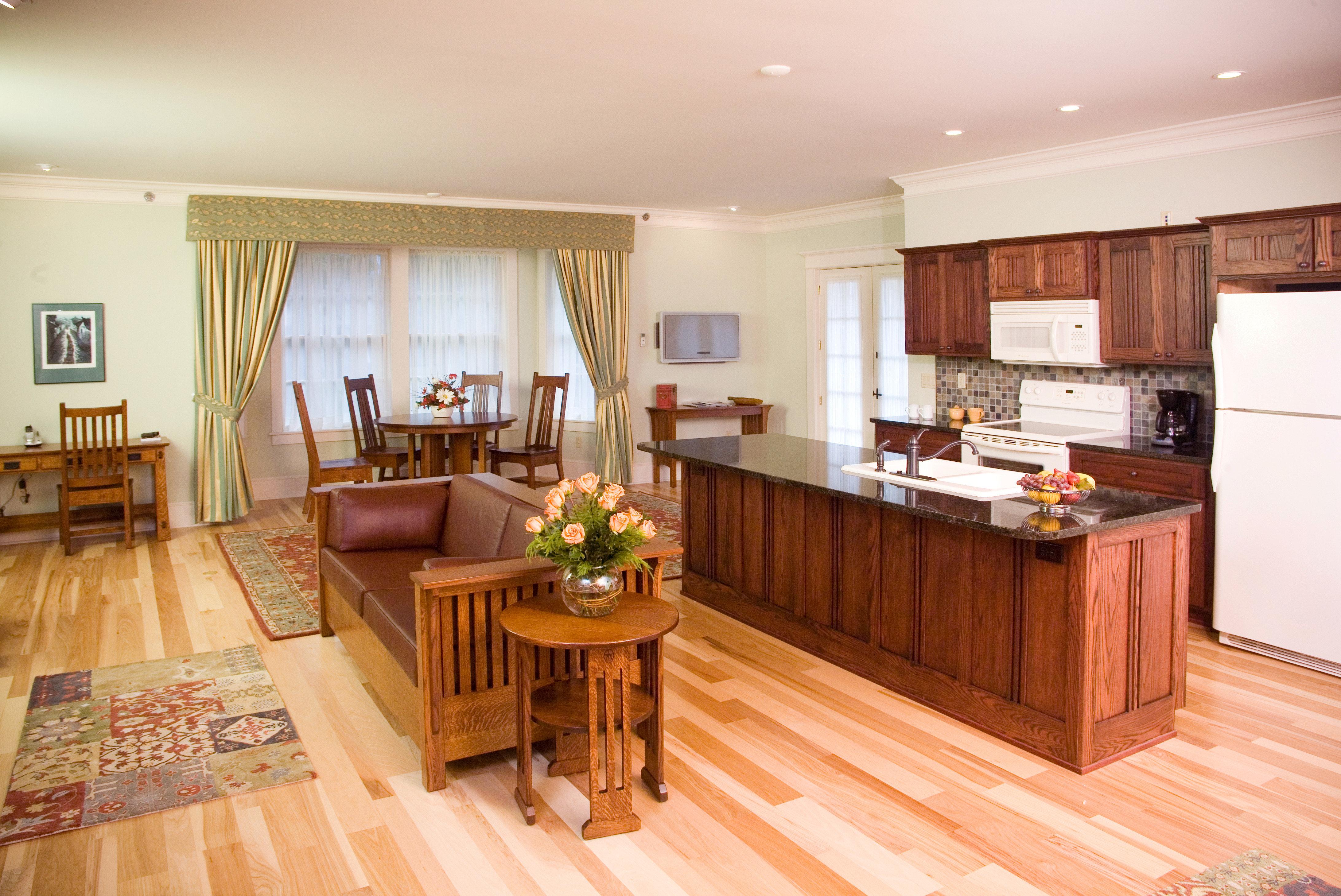 Dining Eat Family Kitchen property hard hardwood home cottage wood flooring Suite living room rug
