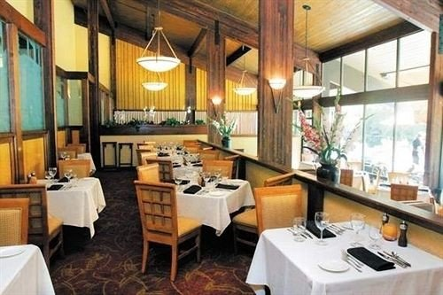 Dining Family Resort property home cottage restaurant Villa condominium living room farmhouse