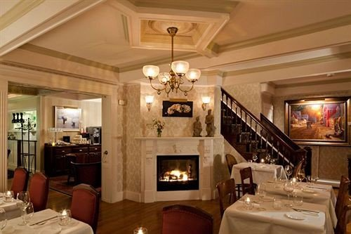 Dining Fireplace Inn property living room mansion home Lobby restaurant