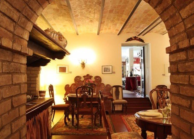 man made object property Fireplace cottage Dining hacienda farmhouse living room Villa restaurant