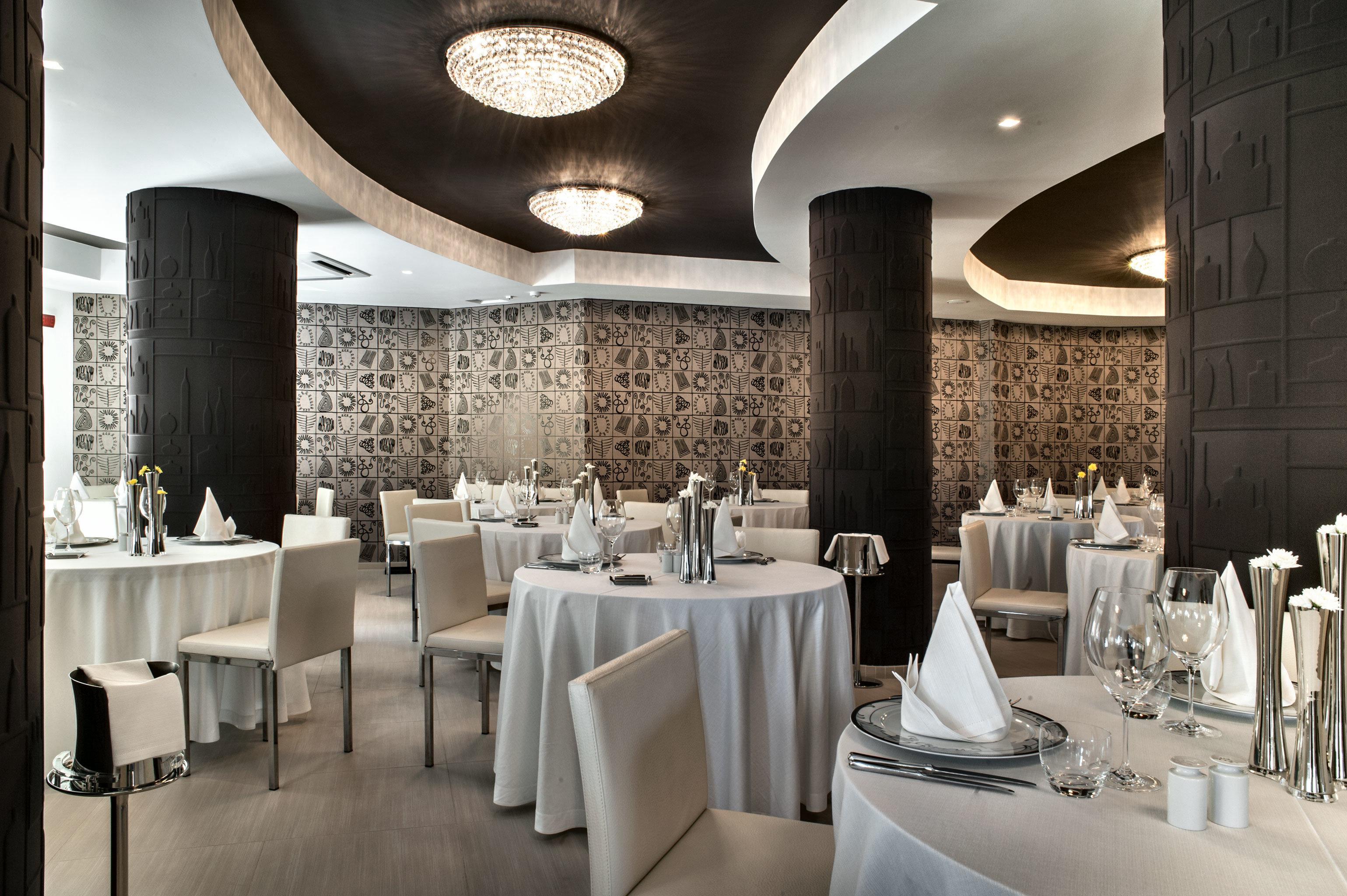 Dining Hip Luxury function hall restaurant ballroom wedding reception banquet dining table