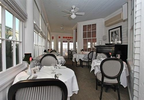 Dining Inn Romantic chair property cottage condominium mansion