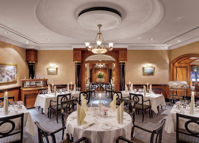chair property restaurant function hall Dining mansion Island