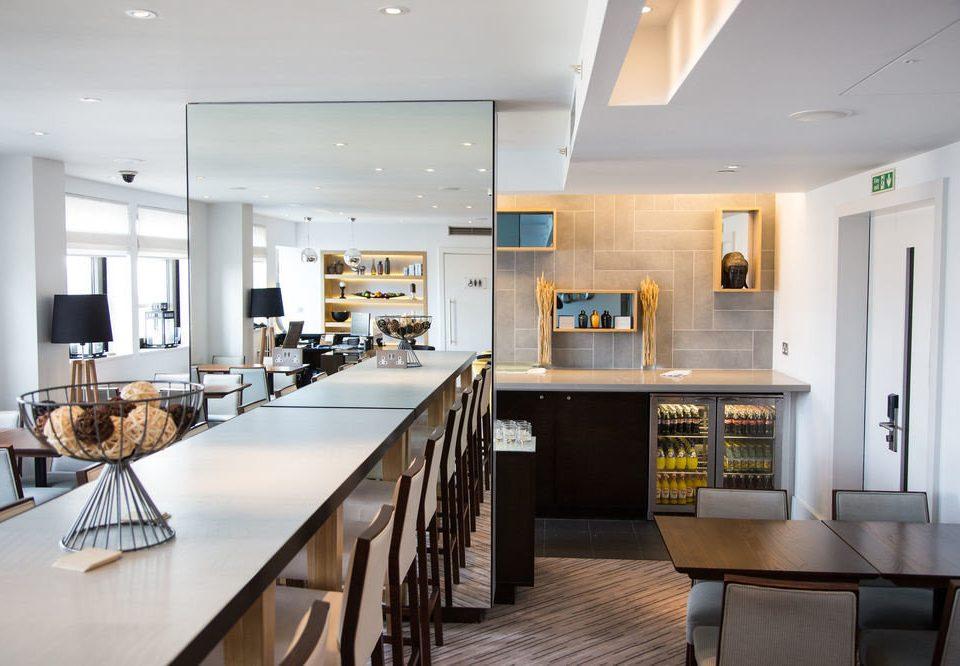 Kitchen property home condominium cuisine classique cuisine living room counter cabinetry Dining Island