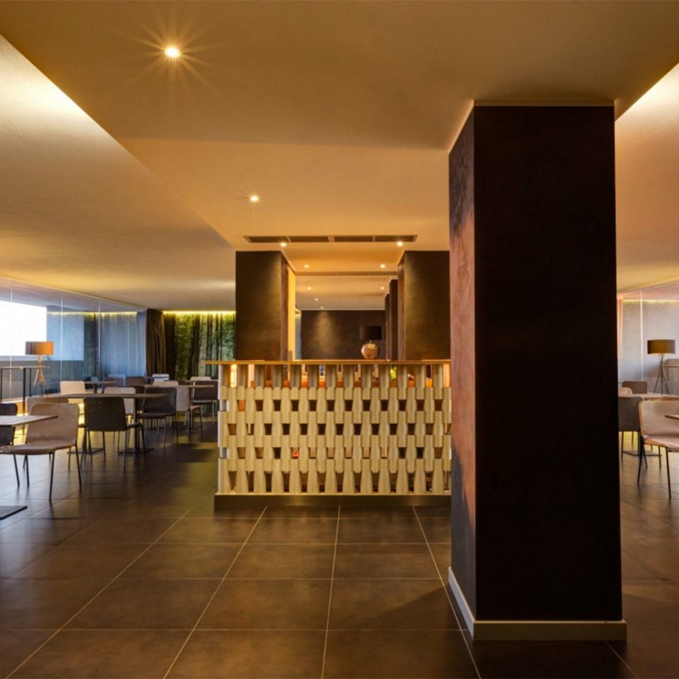 Lobby property function hall restaurant lighting Resort convention center condominium Dining Island