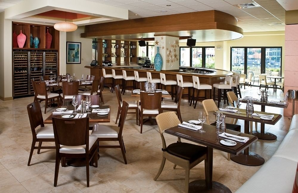 chair restaurant property Dining café Resort cafeteria function hall Island dining table