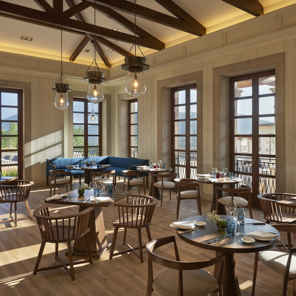 chair property Dining restaurant Resort function hall convention center cafeteria open Island