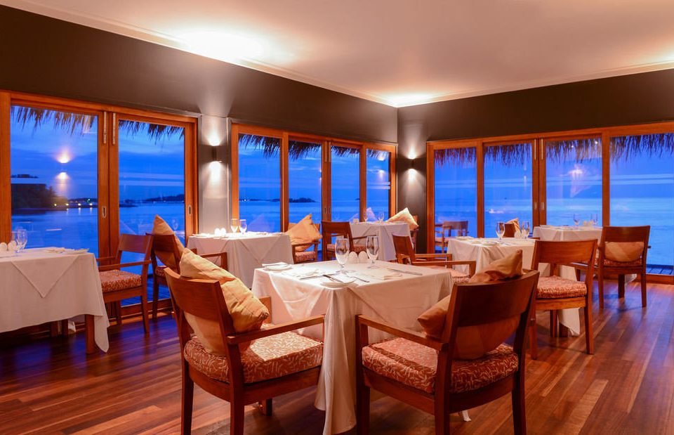 chair property Resort restaurant Dining Suite function hall Island