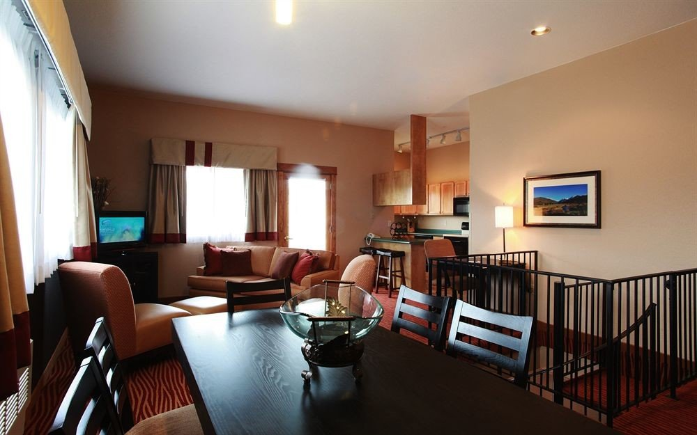 Kitchen Resort chair property living room home Suite Villa condominium Dining cottage dining table