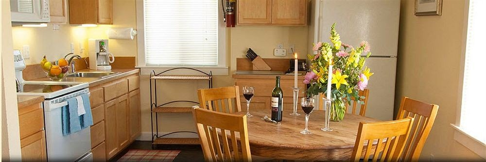 Kitchen property wooden home Dining cottage Suite Villa dining table