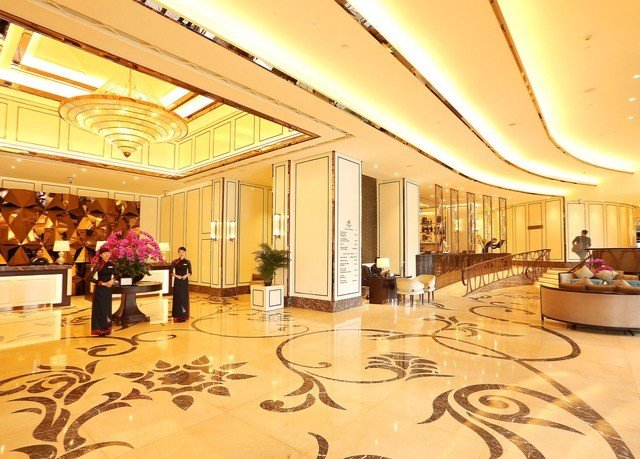 Lobby function hall ballroom shopping mall convention center plaza Dining auditorium flooring surrounded