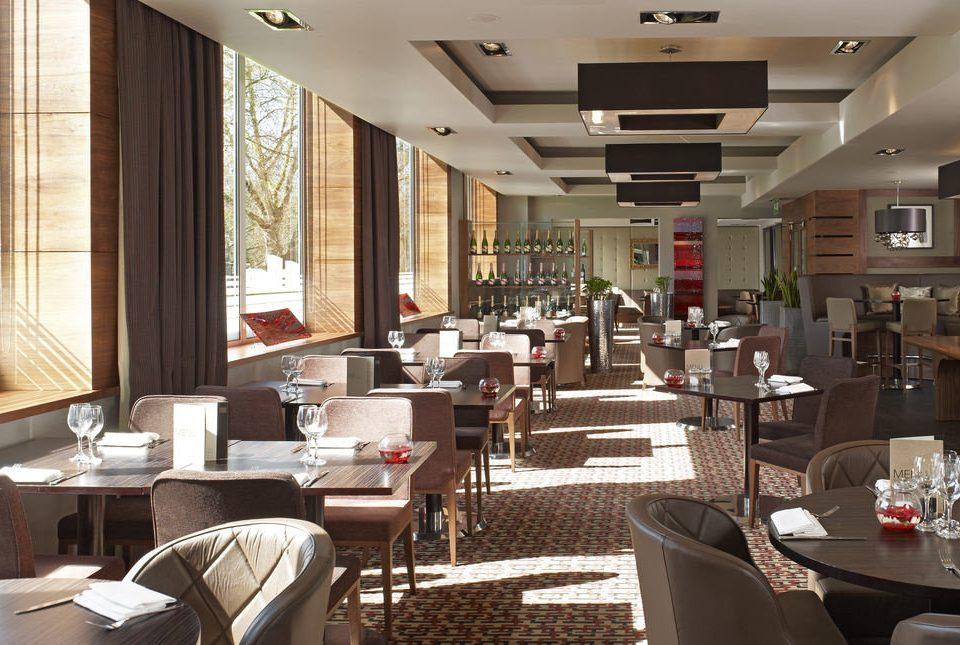 chair restaurant café Lobby condominium function hall Dining
