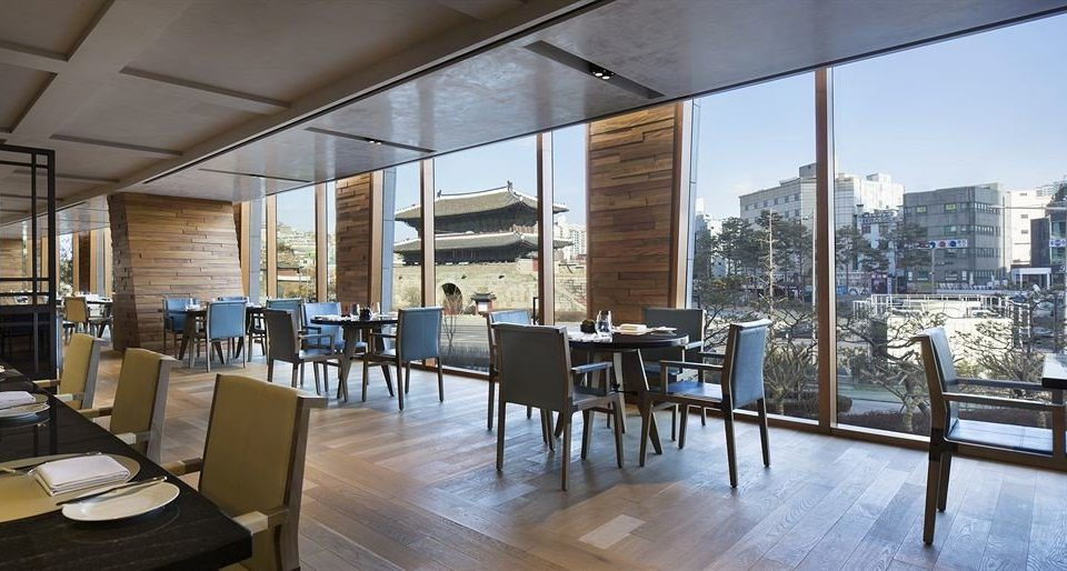 chair property condominium restaurant Dining Lobby headquarters convention center overlooking