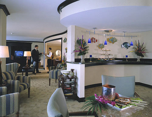 property living room home Lobby condominium restaurant Dining cluttered