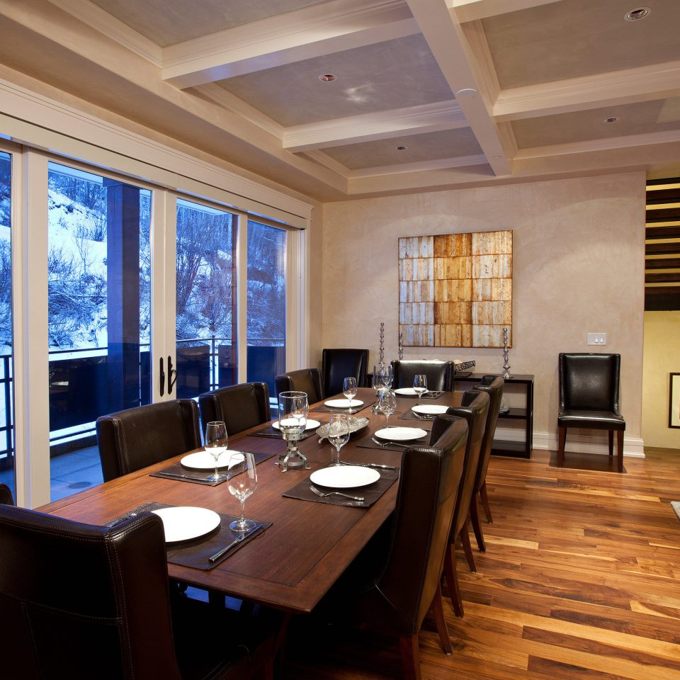 Dining Modern Resort Scenic views property living room home condominium Lobby Suite dining table