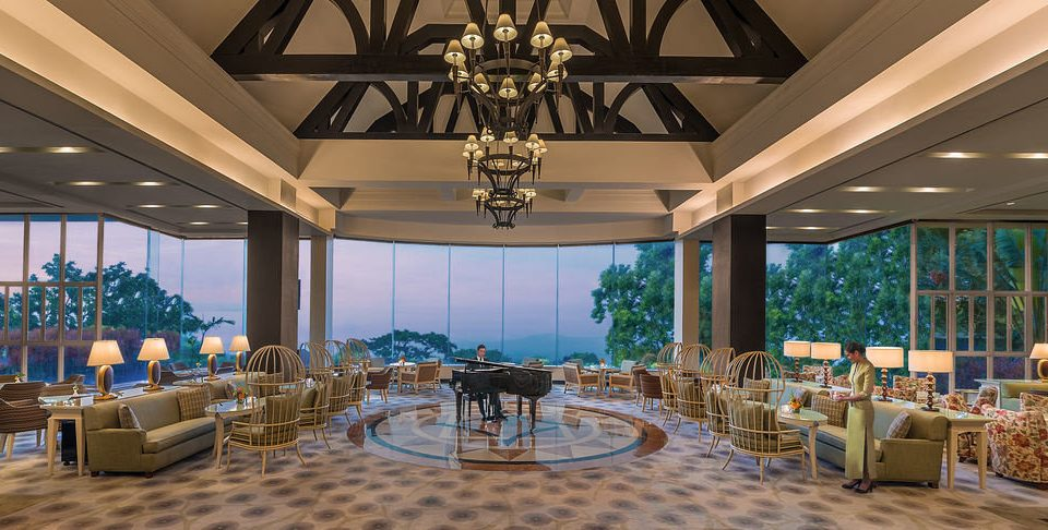chair property Lobby Resort function hall restaurant Dining convention center palace ballroom mansion