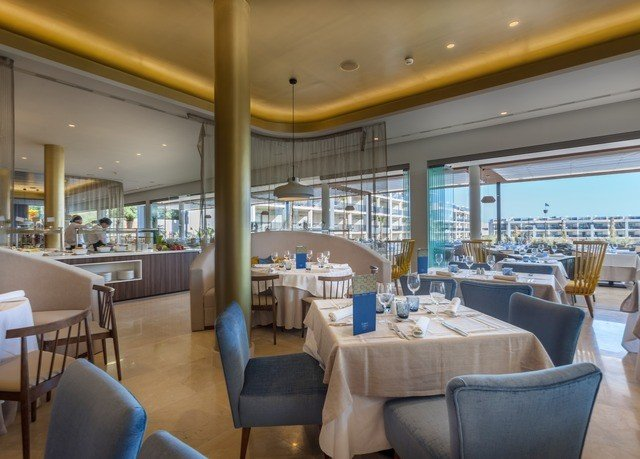 chair restaurant Resort Dining function hall Lobby yacht convention center condominium