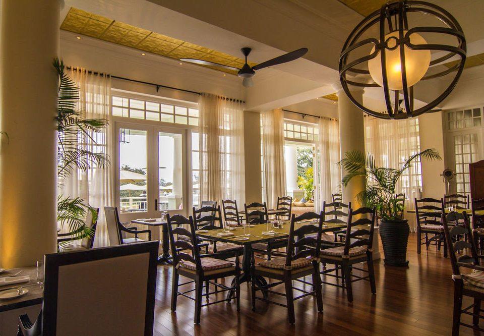 property restaurant Dining Lobby Resort home condominium living room