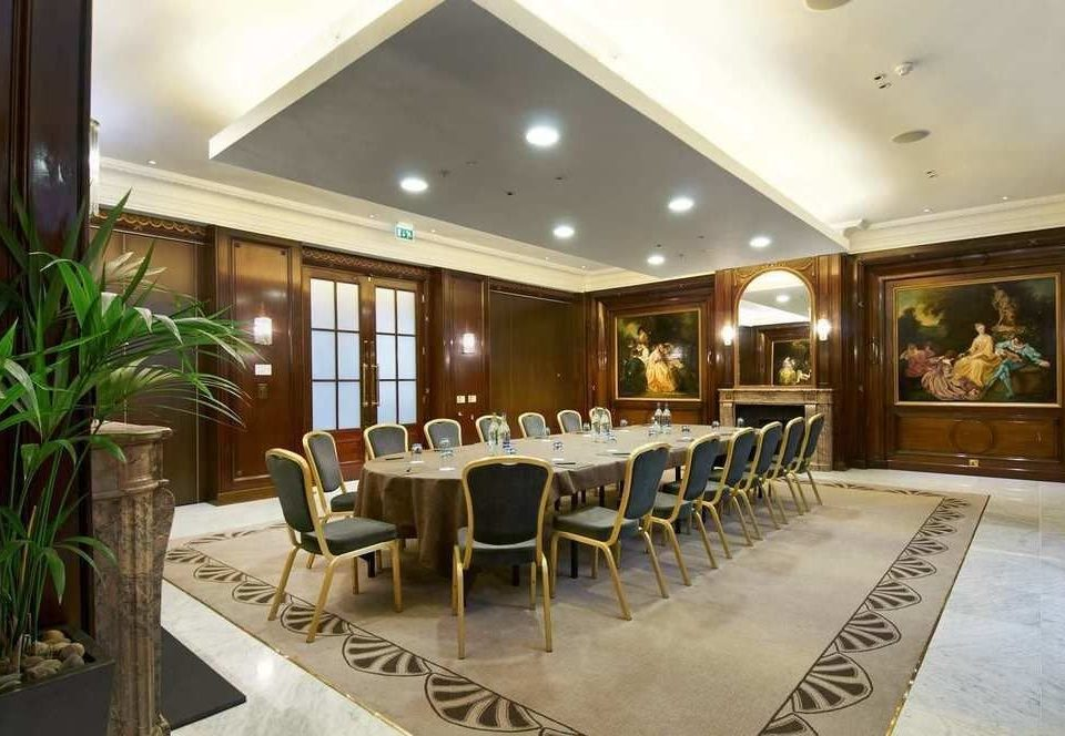 chair Dining property Lobby restaurant function hall Resort condominium Suite Villa convention center dining table