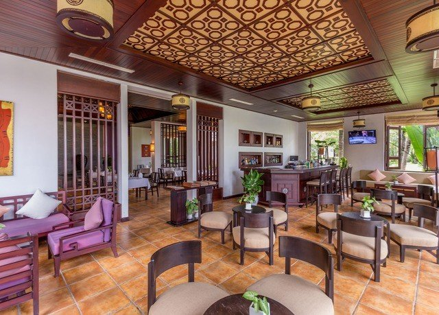 chair property Resort Lobby condominium living room Villa home Dining restaurant