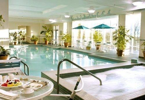 swimming pool property condominium Resort Dining Lobby mansion Villa dining table
