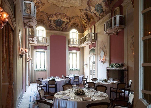 property restaurant mansion palace Dining