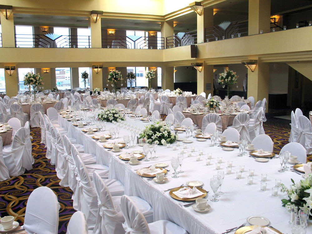 plate function hall wedding banquet ceremony Dining wedding reception aisle white ballroom Party centrepiece dining table