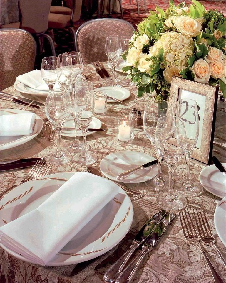 plate centrepiece wedding banquet dinner ceremony rehearsal dinner tablecloth wedding reception Party restaurant brunch Dining dining table