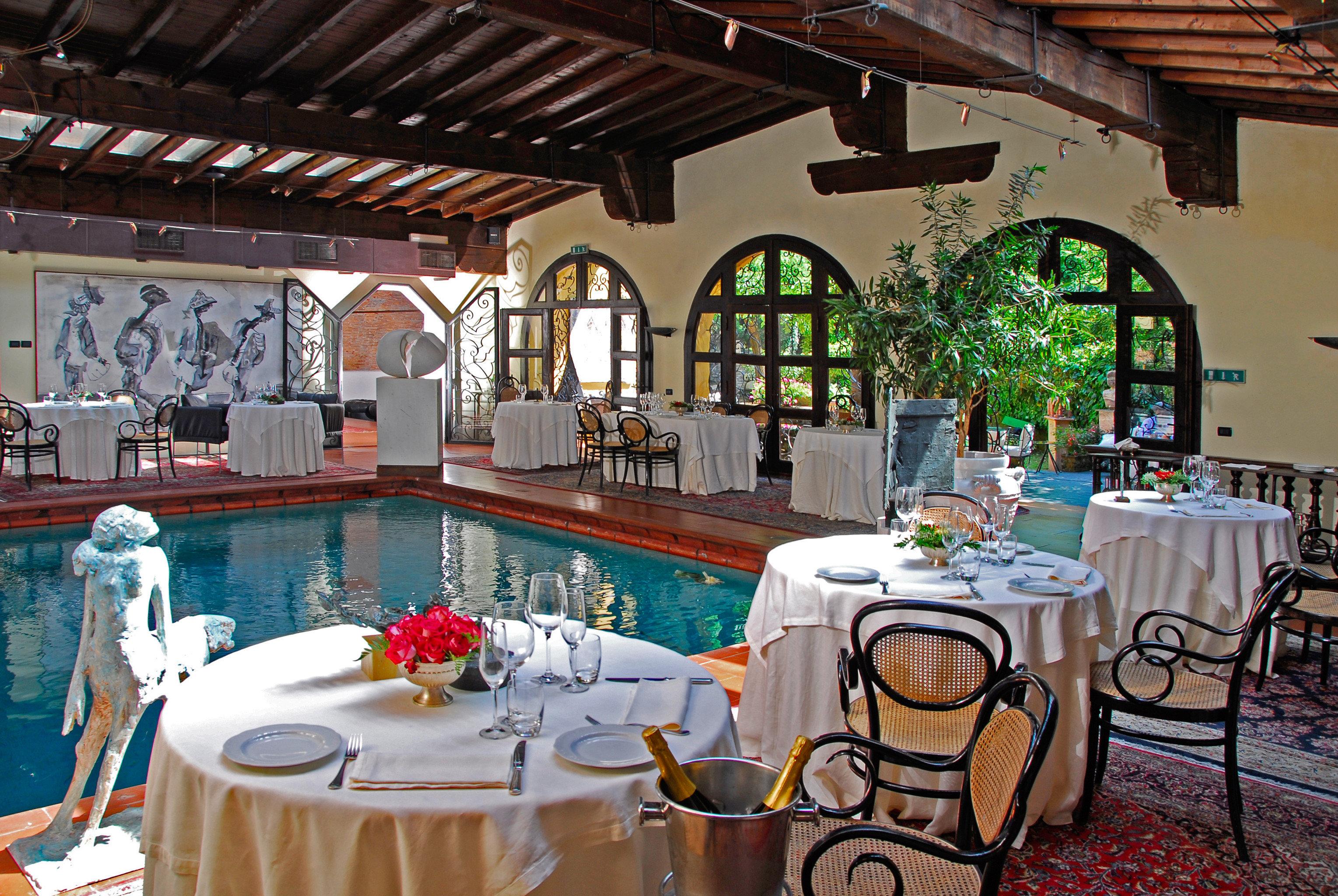 Dining Pool restaurant Resort function hall Villa dining table