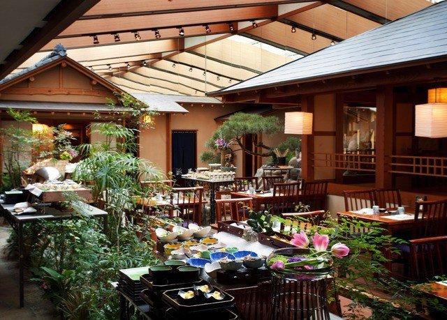building Resort floristry Dining home outdoor structure restaurant backyard house set