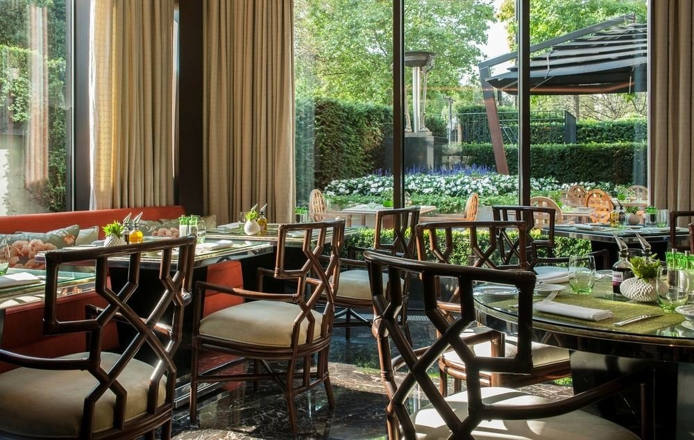 chair property restaurant Dining home condominium Resort backyard set dining table overlooking