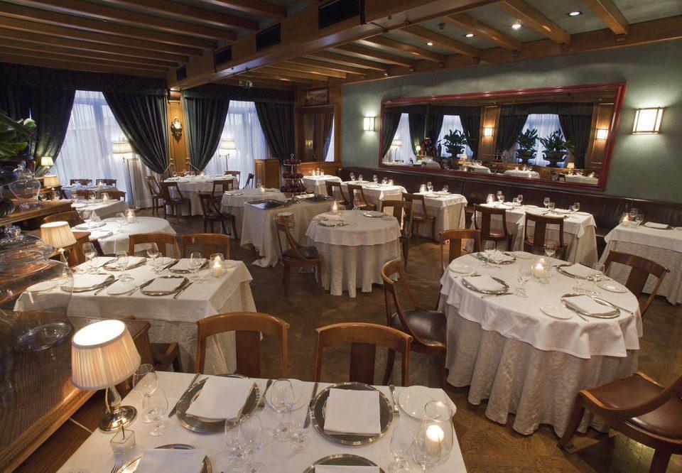 restaurant function hall banquet Resort ballroom Dining wedding reception set dining table
