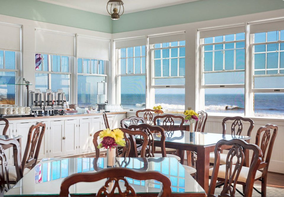chair property Dining home condominium cottage Resort restaurant dining table
