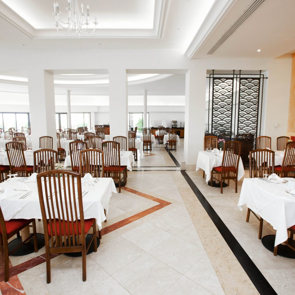 chair Dining property restaurant function hall Resort dining table
