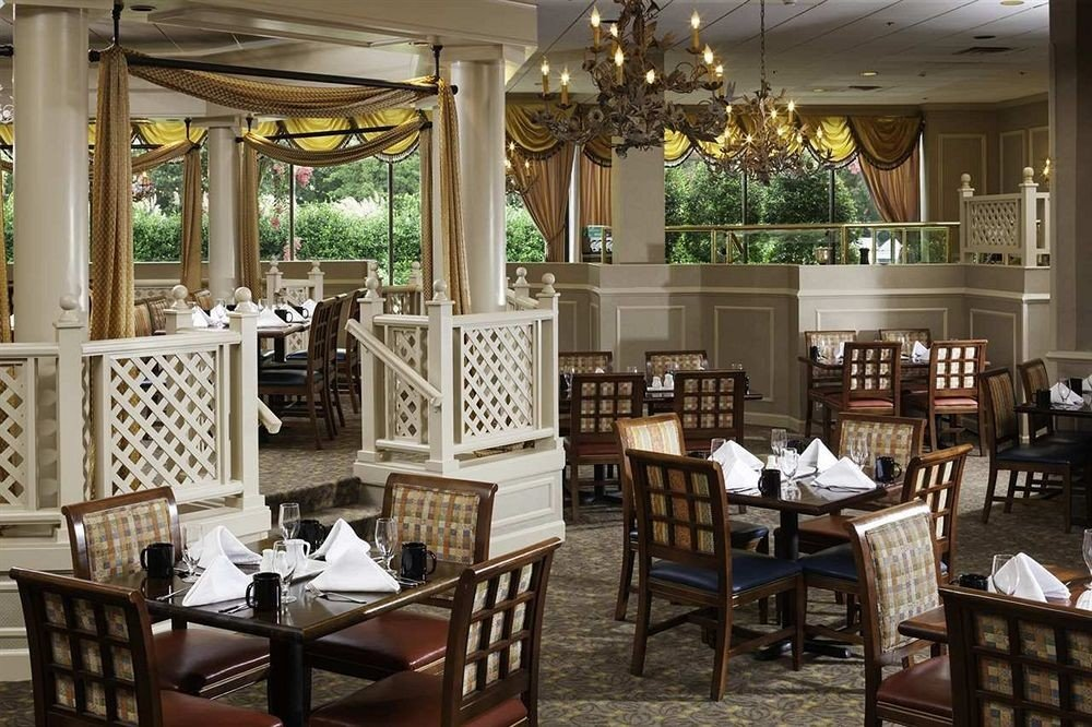 Dining chair property restaurant palace Resort dining table