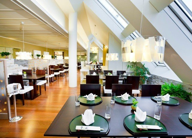 property restaurant Dining condominium function hall Resort dining table