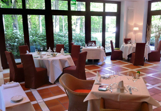 property restaurant Dining function hall Resort dining table