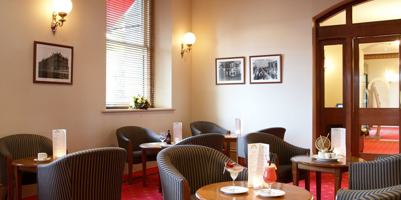chair property restaurant Dining living room Suite home cottage Resort set