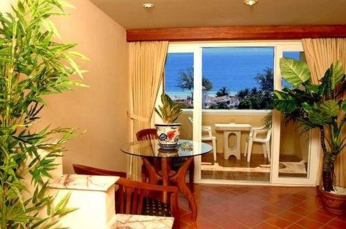 property plant condominium Resort home Villa Suite Dining living room cottage hacienda mansion dining table