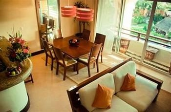 property building condominium Suite living room Villa Resort cottage Dining restaurant leather