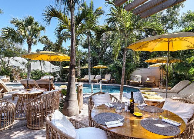 tree chair umbrella Resort property Dining Villa restaurant caribbean eco hotel arecales accessory