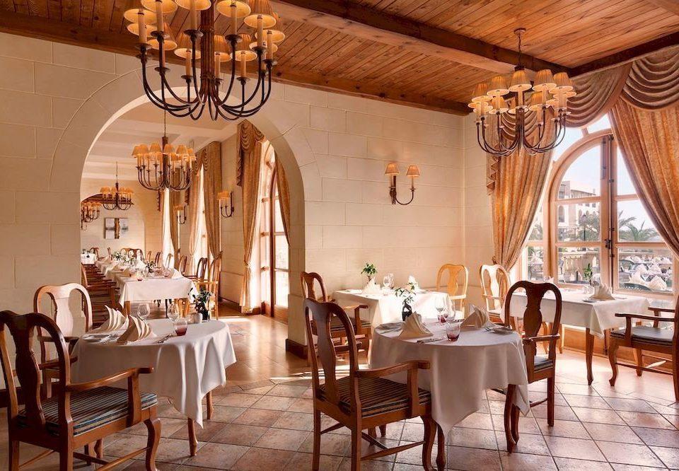 chair Dining property restaurant Resort function hall Villa palace mansion ballroom hacienda dining table