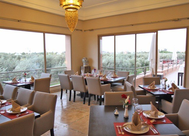 property restaurant Resort Dining condominium home living room Villa breakfast overlooking