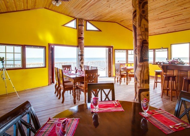 wooden property Resort Dining building Villa cottage restaurant hacienda eco hotel dining table