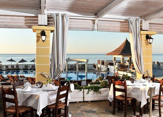 chair property restaurant Dining Resort Villa dining table
