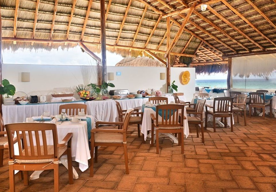 chair Dining property Resort restaurant function hall hacienda Villa cottage set
