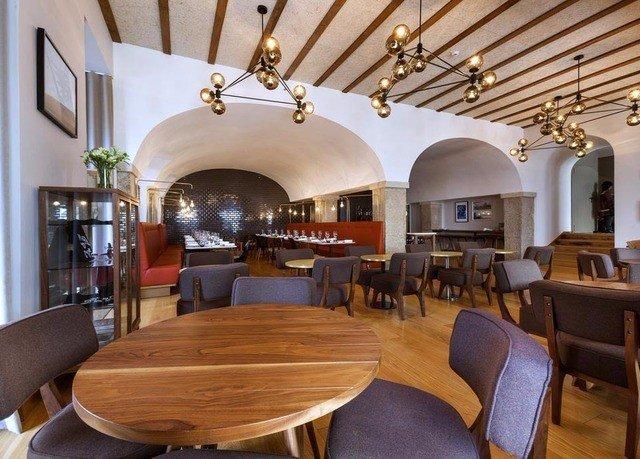 chair property wooden restaurant Resort living room recreation room cottage Dining Villa dining table