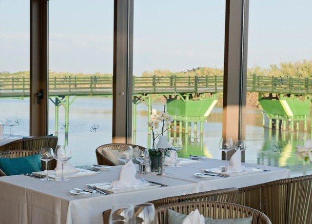 property restaurant home Dining Villa Resort condominium dining table overlooking
